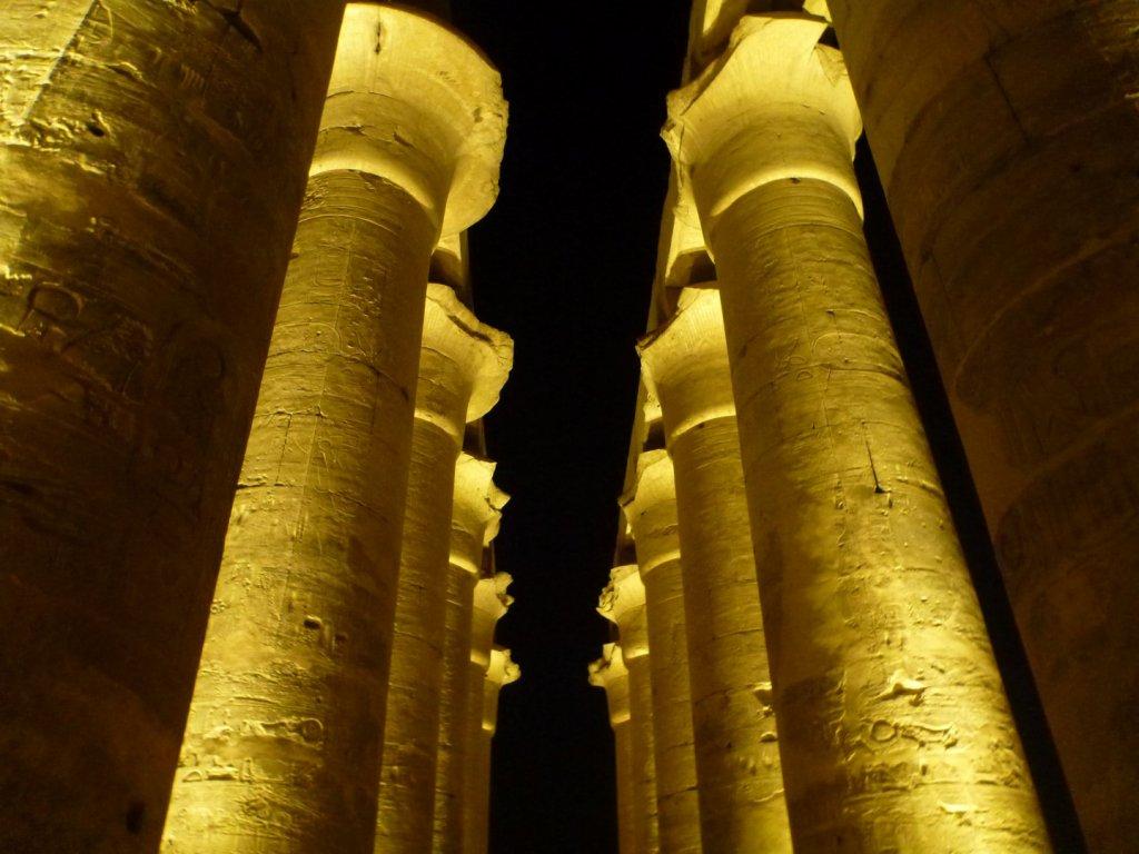 column-tops-at-night